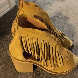 Shoes - Tan fringe booties